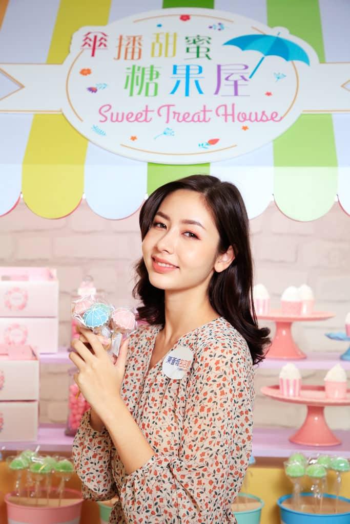 東薈城名店倉:春色傘樂處處雨傘藝術裝置 雨傘蛋糕棒棒糖有六種色彩供選擇。