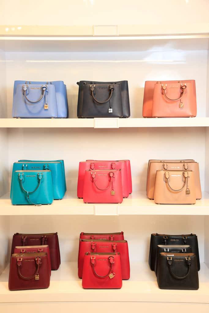 東薈城名店倉:春色傘樂處處雨傘藝術裝置 ADELE Messenger Handbag ADELE 系列皮革手挽袋