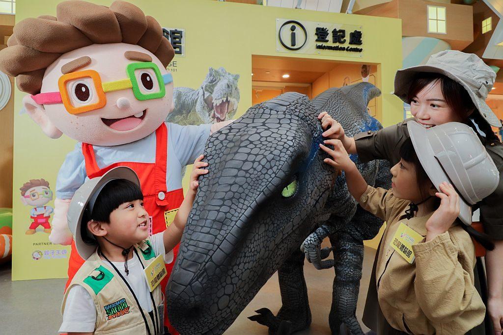 愉景新城恐龍體驗館-維肖維妙的迅猛龍會於 D.PARK 愉景新城和 Donut Village 內現身。