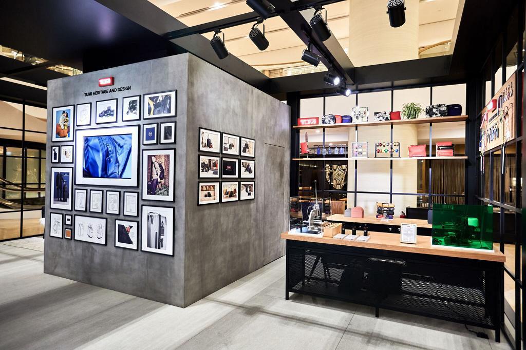 太古廣場:TUMI Loft體驗館與星爵AR合照 創新物料展示區