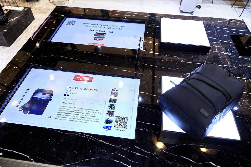 太古廣場:TUMI Loft體驗館與星爵AR合照 產品設計資訊區