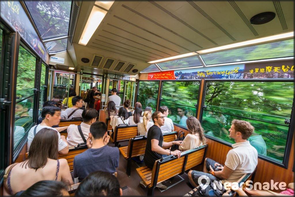 山頂纜車發展計劃完成後,新纜車車廂每程載客量將增至 210 人。