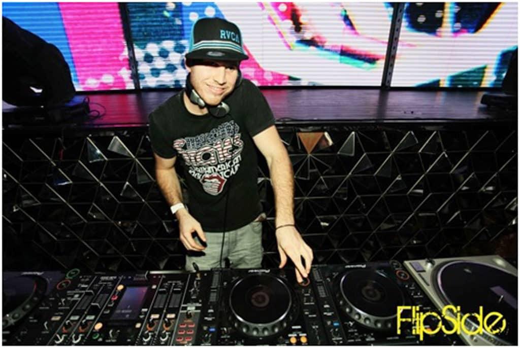 利東街活動:地球無聲音樂派對 活動當日負責打碟的 DJ Devlar 曾在美國天后麥當娜的演唱會開場中演出。