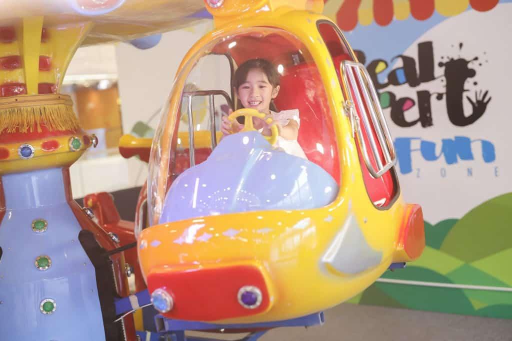 We Go Mall復活節親子遊園巨型玩樂區 機動遊戲「昇空直升機」