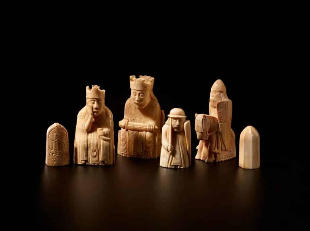 沙田文化博物館:百物看世界─大英博物館藏品展 路易斯島棋子 約1150 – 1175年 海象牙 路易斯島發現,可能於挪威製造