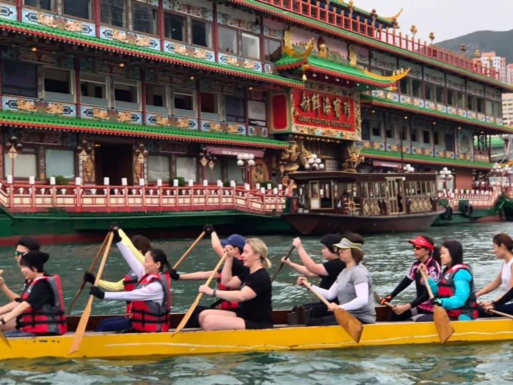 香港仔海濱:私家龍同樂日2019 公眾親身體驗划龍舟的樂趣。