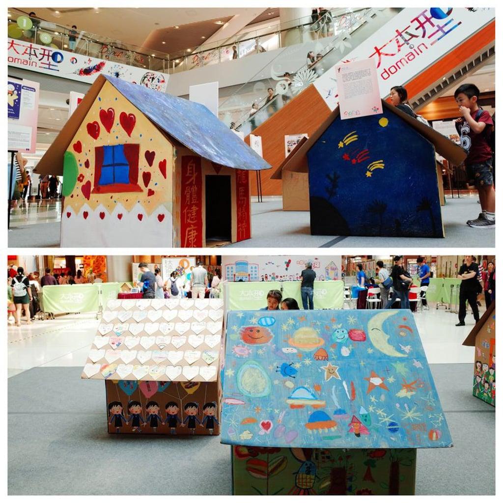 D‧PARK愉景新城:家+家有愛慈善嘉年華 小學及幼稚園分別創作了 8 間大型紙皮屋,表達對青海殘障弧兒的關愛。