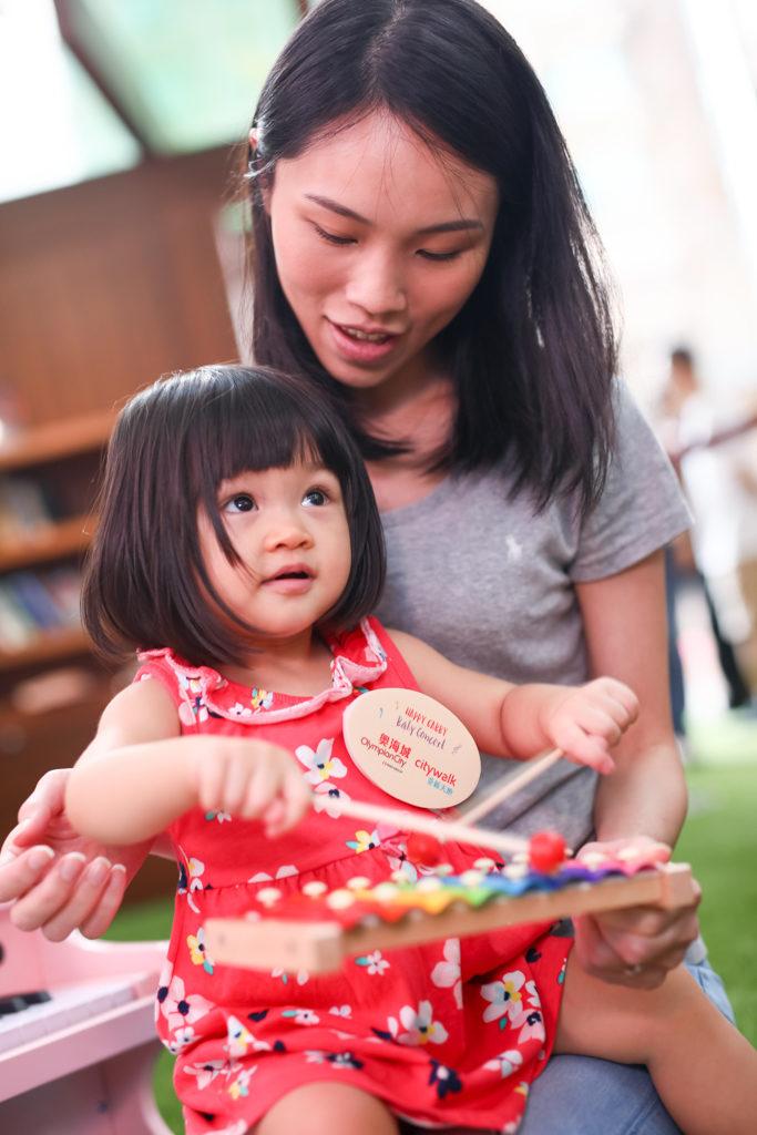 荃新天地活動:嬰幼兒互動古典音樂會 嬰幼兒可以透過與音樂家及 Happy Gabby 現場互動,認識及體驗多款樂器。