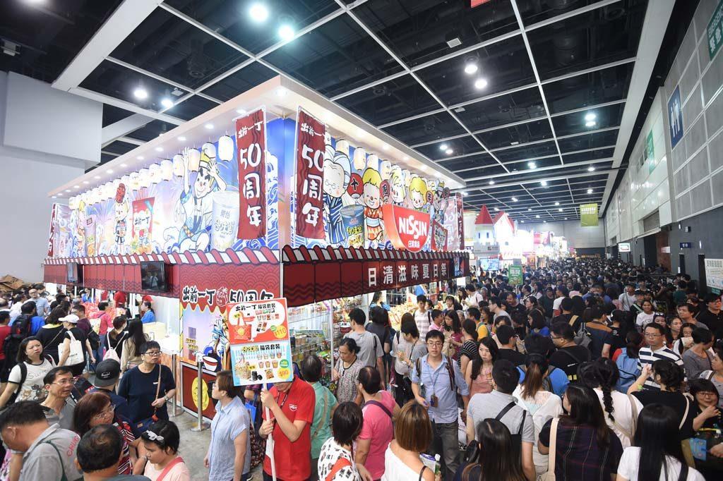 美食博覽2019參展商會推出不同的特價食品,讓入場人士以優惠價選購。