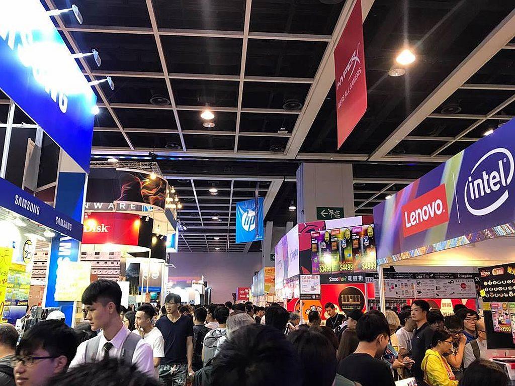 香港電腦通訊節已成為暑假期間,消費者搶購電腦及科技產品的熱門地點。