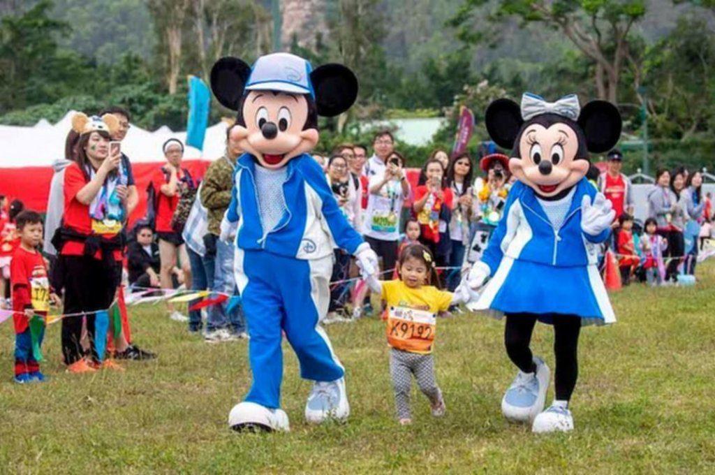 迪士尼樂園 10K Weekend 2019 的「米奇與好友兒童跑」項目,可讓孩子盡情「放電」奔跑。