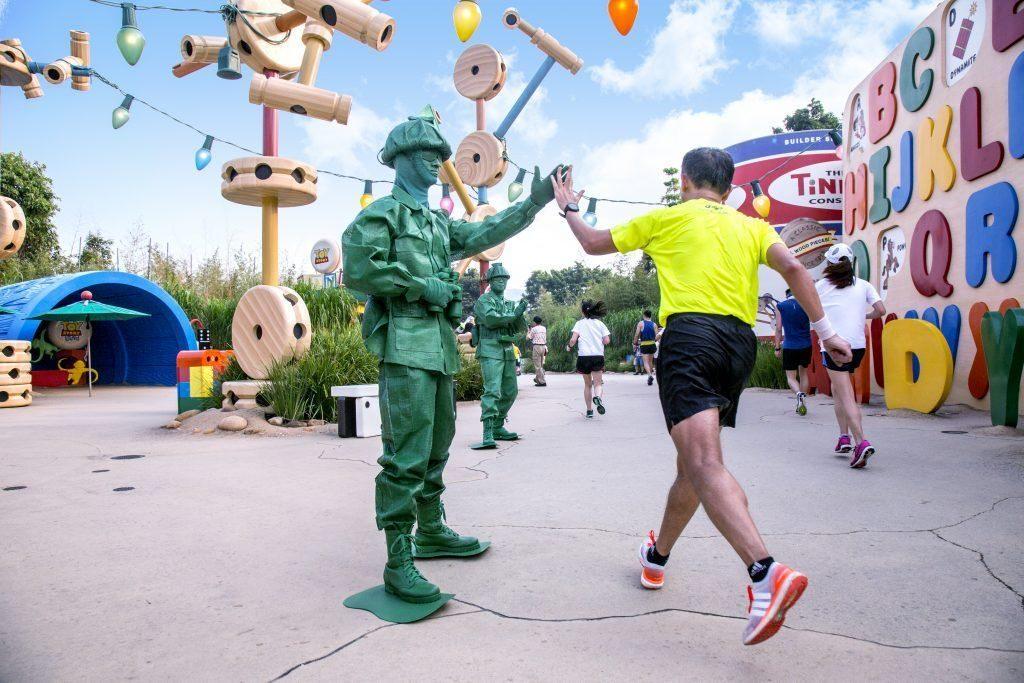 香港迪士尼樂園 10K Weekend 2019 設有「反斗奇兵10公里跑」項目。