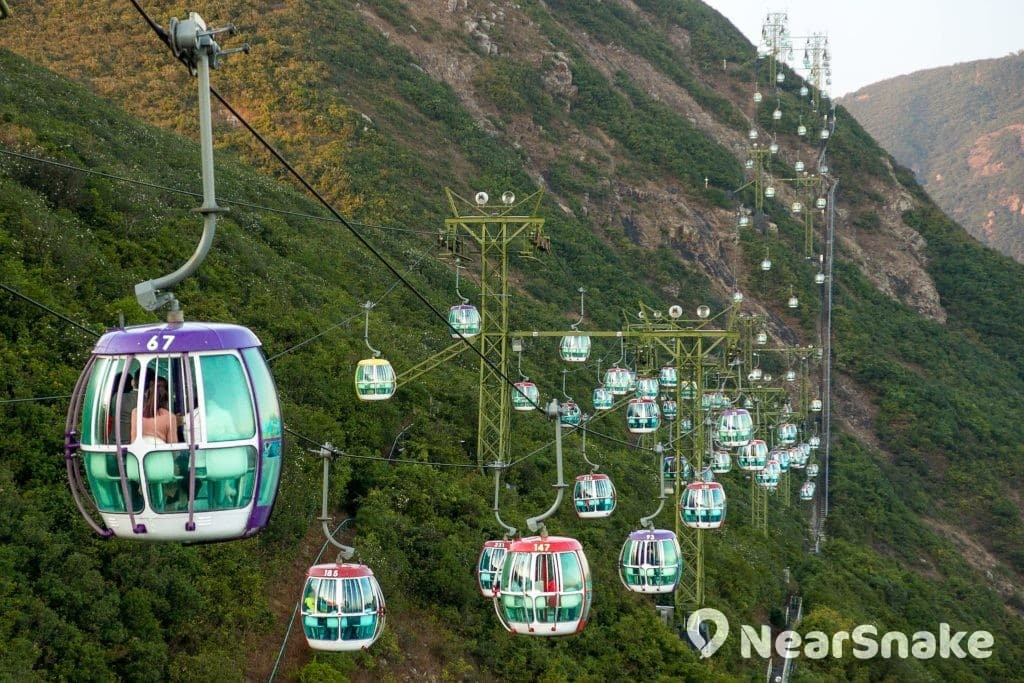 大家入住海洋公園萬豪酒店後,可乘坐纜車飽覽港島南區景色。