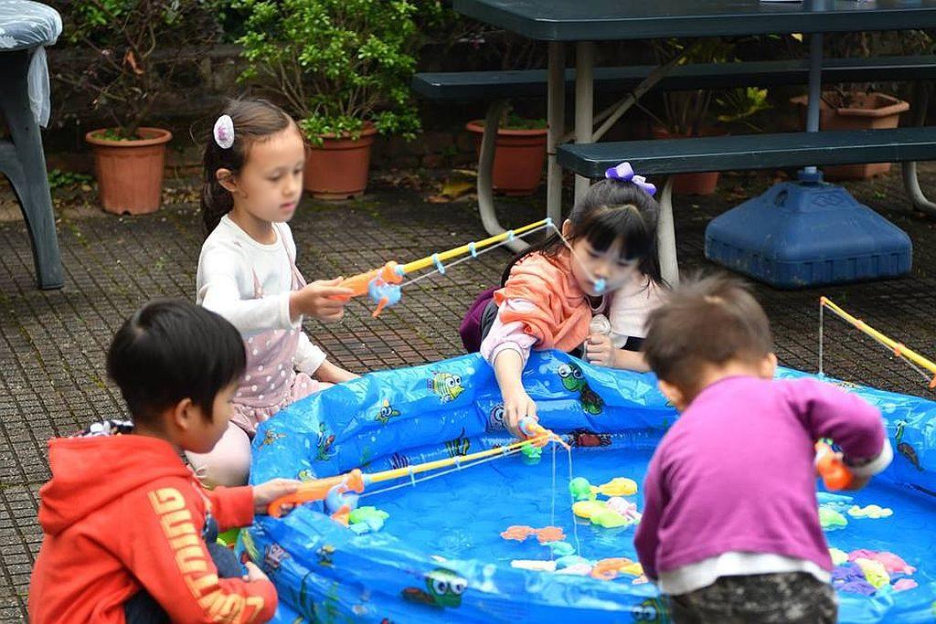 靈基市集的兒童遊樂區內,設有釣魚池,可讓孩子嬉水垂釣。