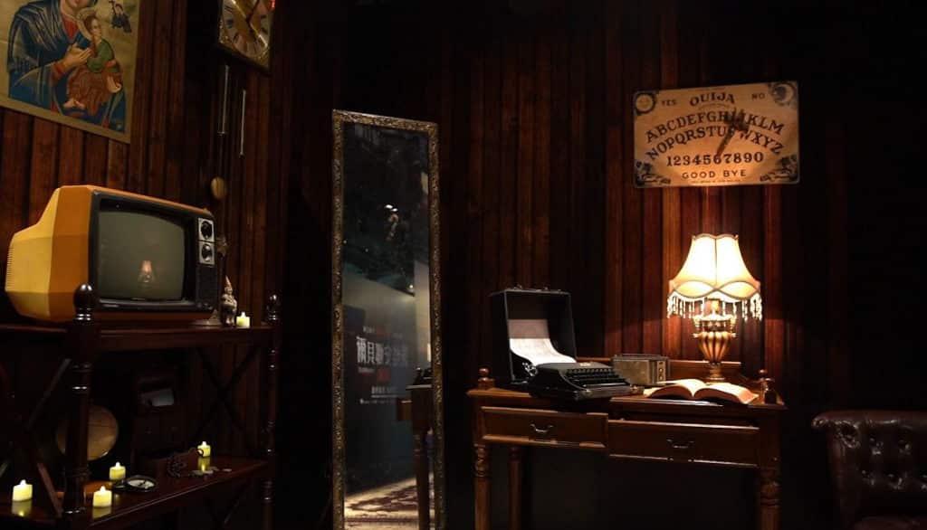 iSQUARE展覽:華倫夫婦仿真靈異博物館@UA戲院 仿真靈異博物館還原了電影場景。