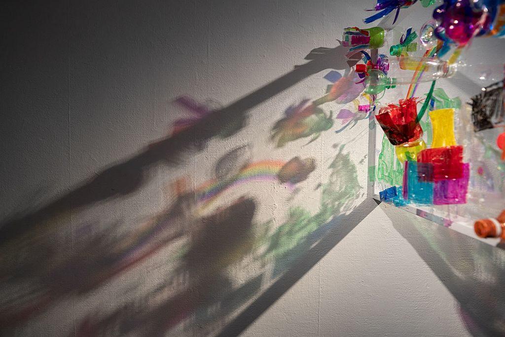 D2 Place 香港掂檔 2019-「塑.造.童畫」裝置藝術展將展出椅子裝置藝術。