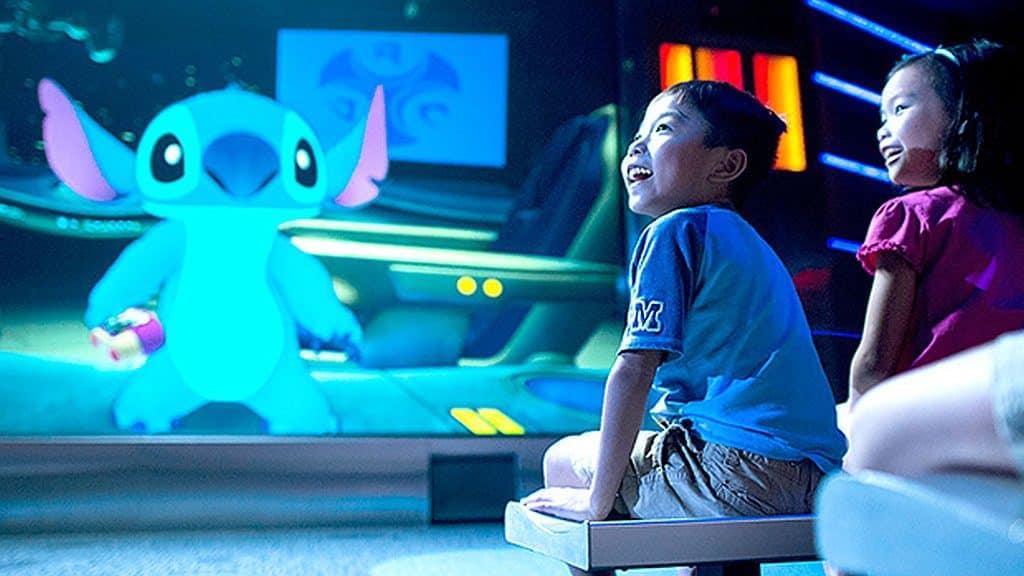 迪士尼夏日派對當日下午 2:00 至晚上 8:30,「奇妙處處通」會員可欣賞「幸會史迪仔」廣東話版!