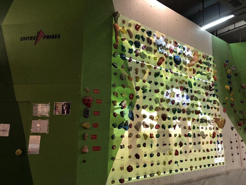 香港運動消閒博覽會場將設置一道 3.5 米高的攀岩牆,更將遊戲影像投射於牆上,把互動遊戲平台與攀岩運動結合。