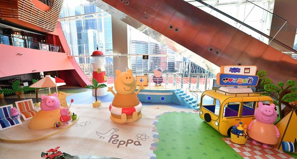 MegaBox:Peppa Pig 開心沙灘派對 10 呎高 Peppa Pig 沙雕造型裝置