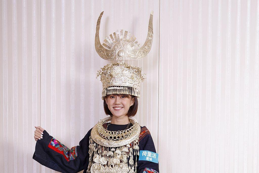 荷里活廣場:傳與承藝術市集內的民族服飾攝影區,不論男女老幼,即可試穿苗族傳統服飾拍照留念。