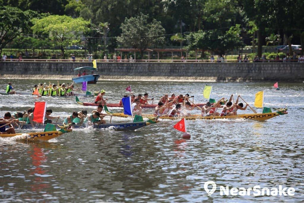 首屆沙田龍舟競賽於 1976 年舉行,乃最早的香港龍舟活動之一。