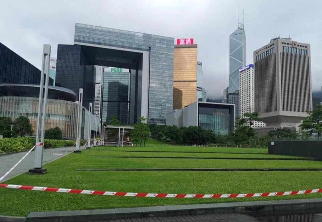 添馬公園:一人政總野餐-有網民於 6 月 11 日早上發現,添馬公園部分草地被膠帶圍封,至 6 月 16 日為止。