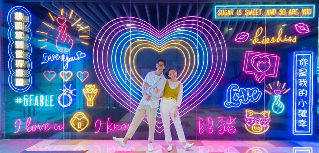黃大仙中心:穿越銀幕·秒變主角活動 巨型霓虹燈打卡牆