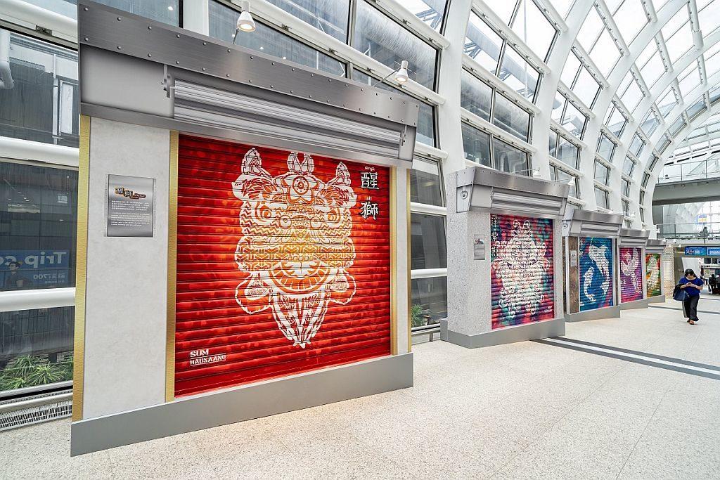藝術、文化與音樂巡禮在機場2019-香港青年協會「藝動人生」計劃的本地青年,連同專業設計師,在機場呈獻全新的鐵閘噴畫藝術。
