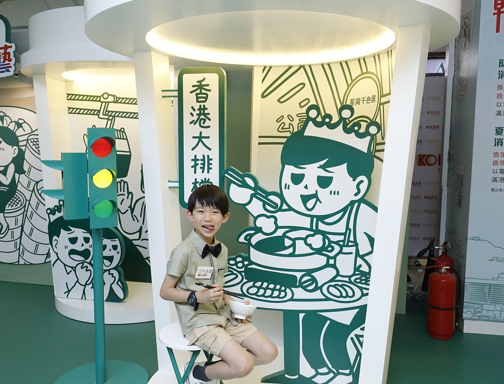 整個巨型咖啡杯系列中,Soo Min Kim 最喜歡的就是港式打邊爐。