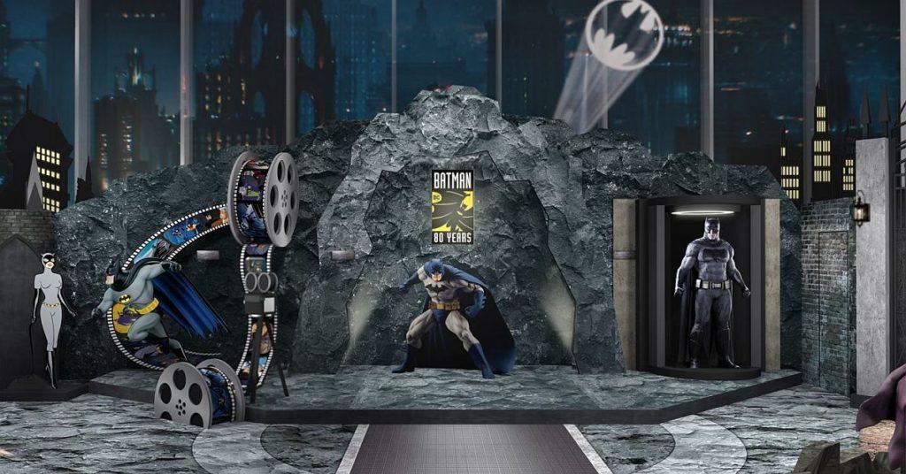 雕塑藝術家 Keo W. 參照「蝙蝠俠」於動畫、電影及電子遊戲中最具代表性的經典造型為藍本,製作 1:1 原大蝙蝠俠雕像。