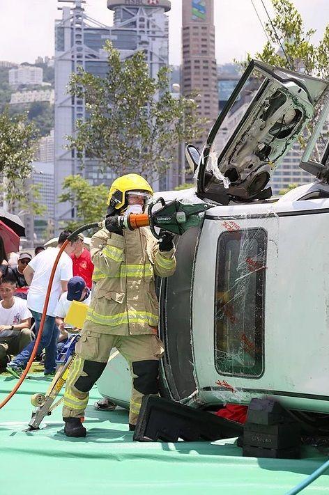中環夏誌2019:消防處三「識」嘉年華 活動展示消防車、救護車及救援工具。