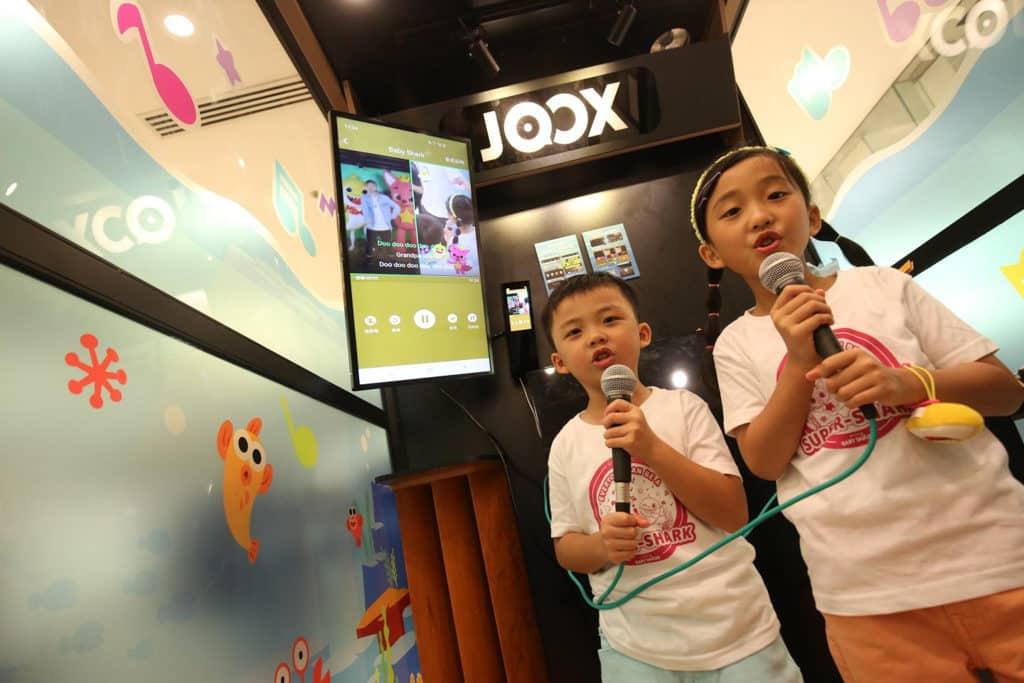 Baby Shark主題超級鯊魚「游」樂場|海港城與Pink Fong聯手打造 JOOX「拍住唱K站」