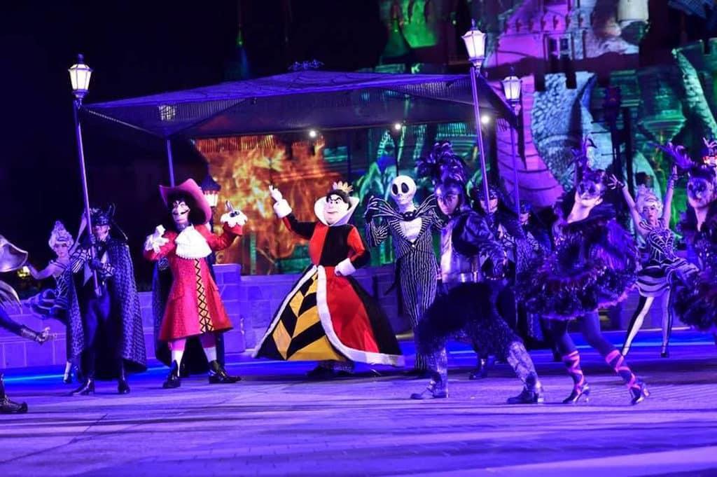 迪士尼樂園:Halloween Time慶典2019 《怪誕城之夜》主角阿 Jack 與好友在2019萬聖節反轉迪士尼樂園。