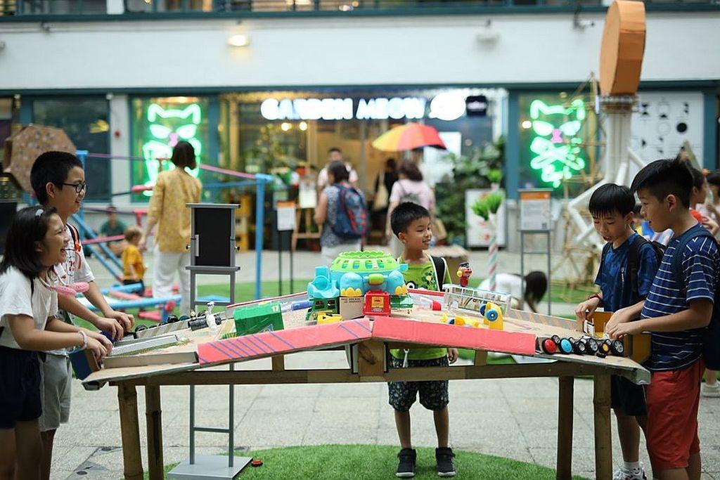 Yes! Kids Can 敢創教育節在 PMQ 元創方地面廣場架設了不少互動遊戲裝置,供孩子即場試玩。