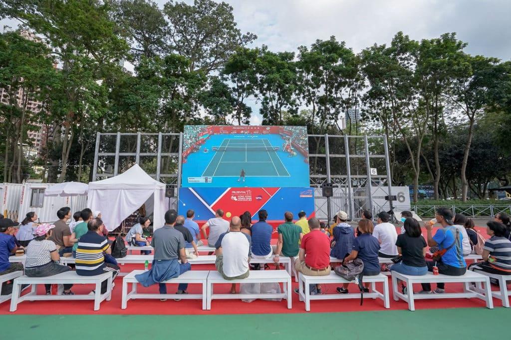 保誠香港網球公開賽2019 進不了場的觀眾,亦可以在場外看大電視直播比賽。
