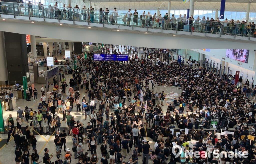 香港民間自 2019 年 8 月起發起多次機場「和你塞」行動,以「不破壞、不叫口號、不起衝突」的方式爭取五大訴求。