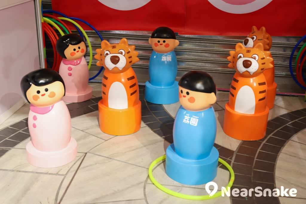 D2 Place:「我們的荔園」展覽及嘉年華 玩家要在紅線外拋圈,丟中不同的肥肥人。