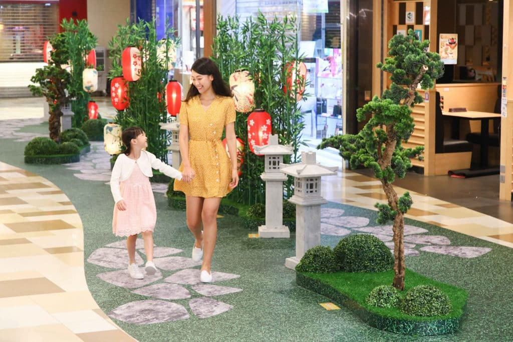 黃大仙中心:「花好燈圓」燈籠裝置 G 樓日本燈籠裝置