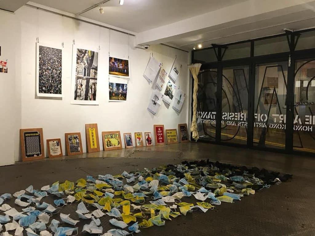 """中環:""""The Art of Resistance"""" 抗爭藝術展 藝術家在展期可以隨時去更新作品。"""