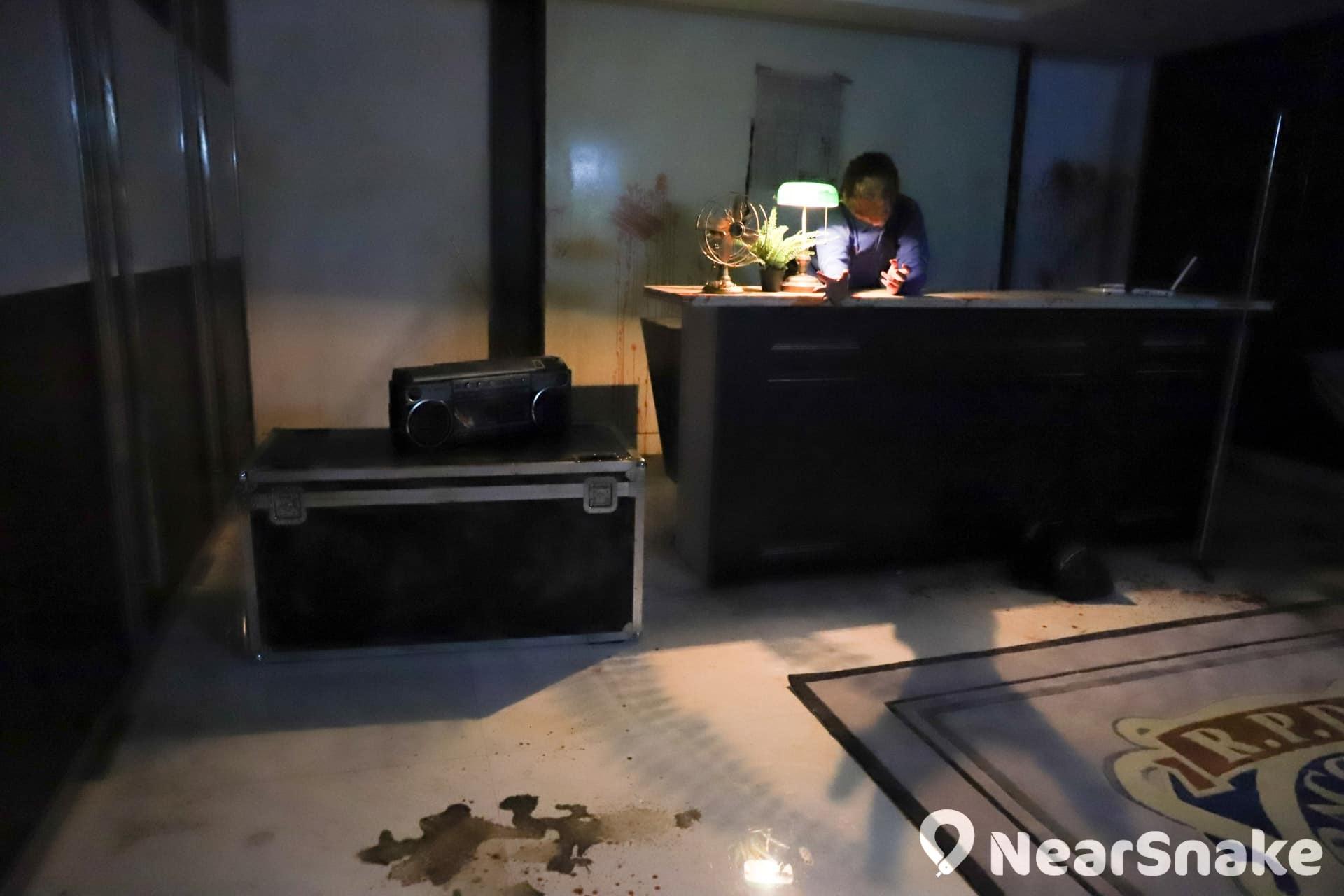 【萬聖節鬼屋2019】《生化危機2》遊戲場景神還原 實景體驗館勾起集體回憶 一開場的警局大堂,場景還原度相當高。