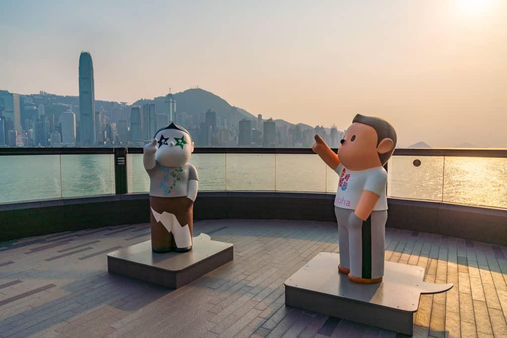 中港城:「天天向上」藝術展 中港城商場帶來本港著名藝術家榮念曾的作品「天天向上」藝術展。