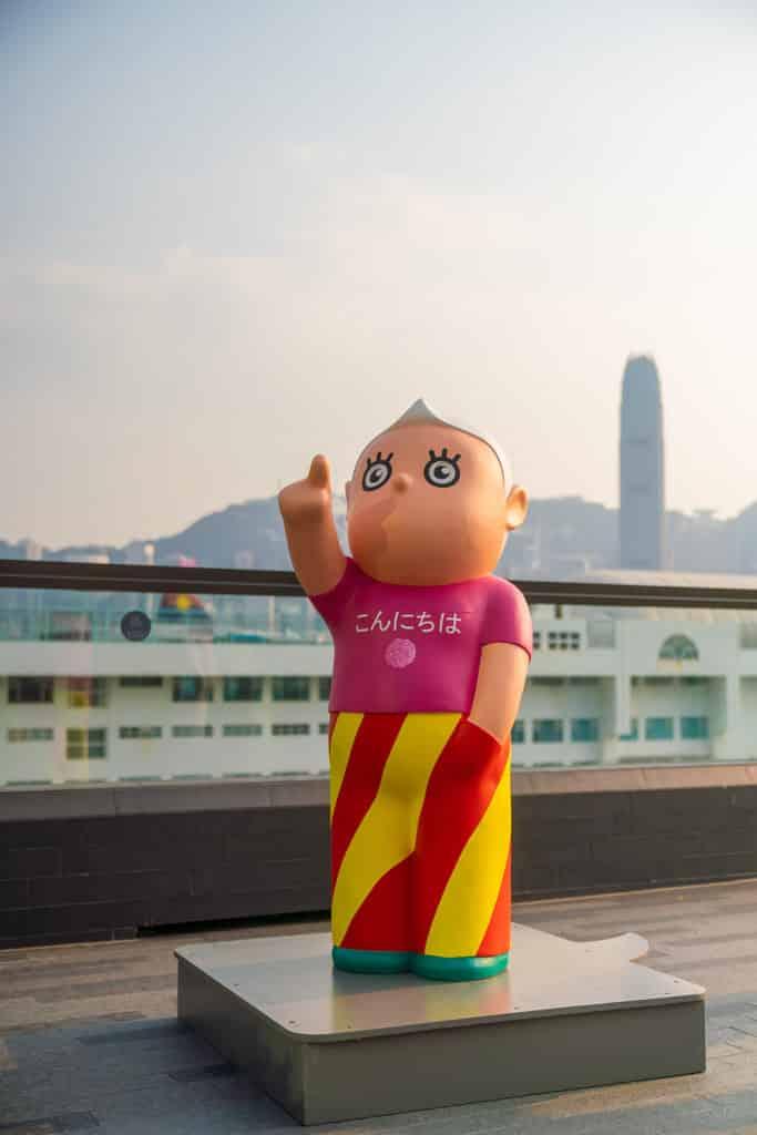 中港城:「天天向上」藝術展 榮念曾先生漫畫原著中提倡的「天天向上」好學精神。