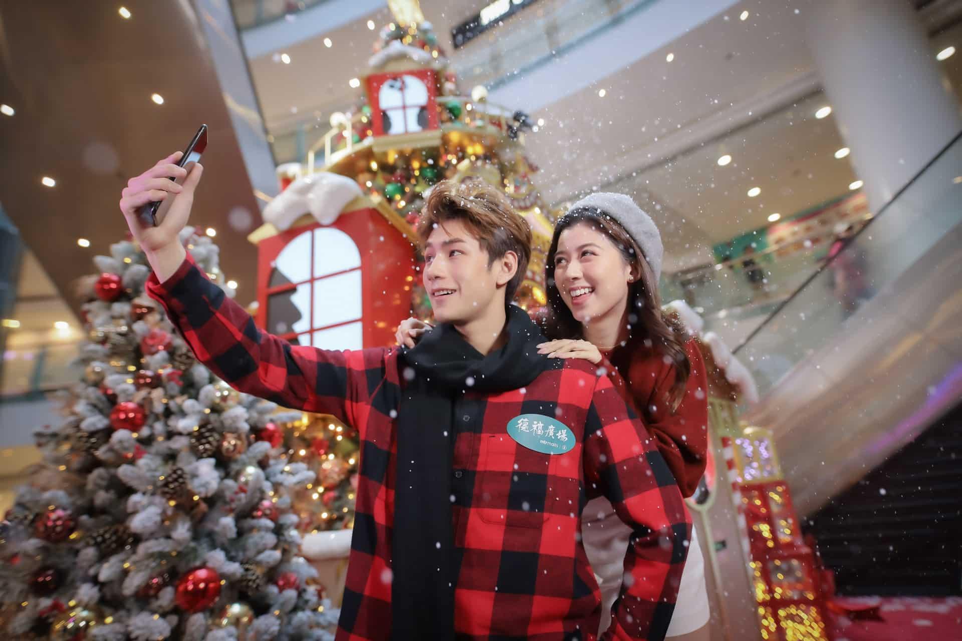 德福廣場:互動聖誕嘉年華 德福廣場2期內有巨型聖誕樹坐陣,同場加映夢幻飄雪。