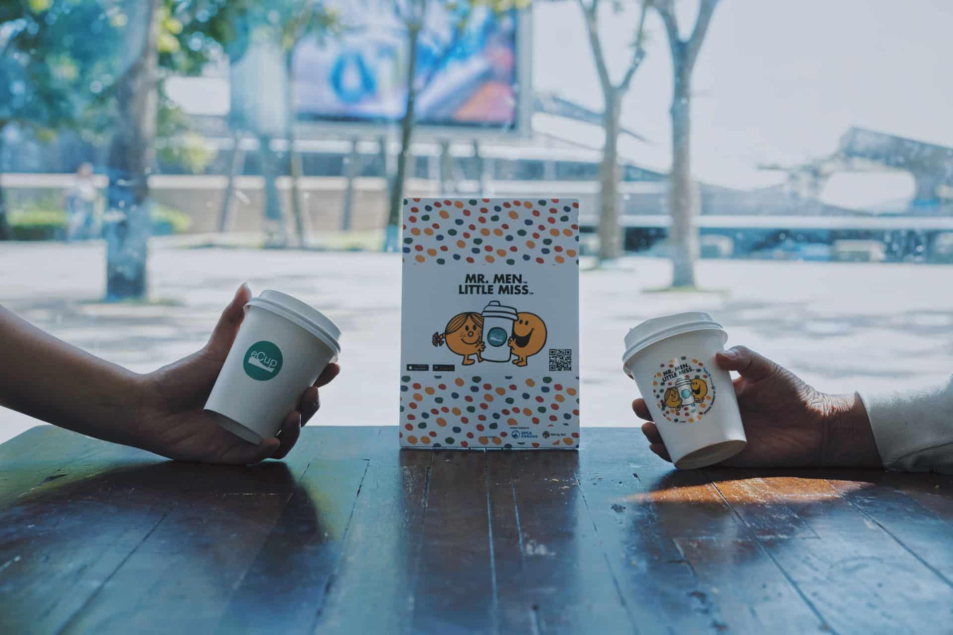 全城尋找Mr. Men Little Miss 用戶在每家咖啡店都有機會獲得 Mr. Happy 快樂先生。