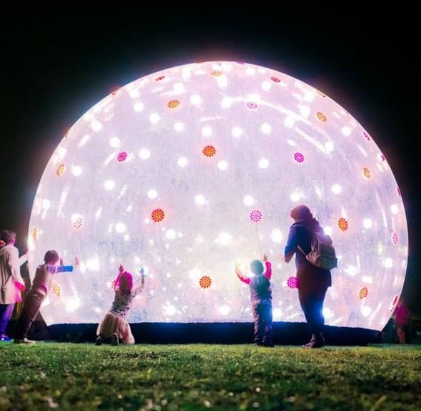 茂蘿街7號:巨型「聲」光泡泡大型設計裝置