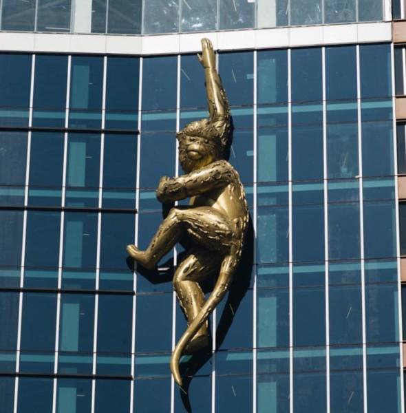 中環:「金猴」高空充氣雕塑