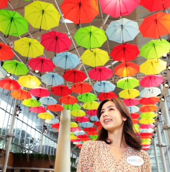東薈城:「春色傘樂處處」雨傘藝術裝置